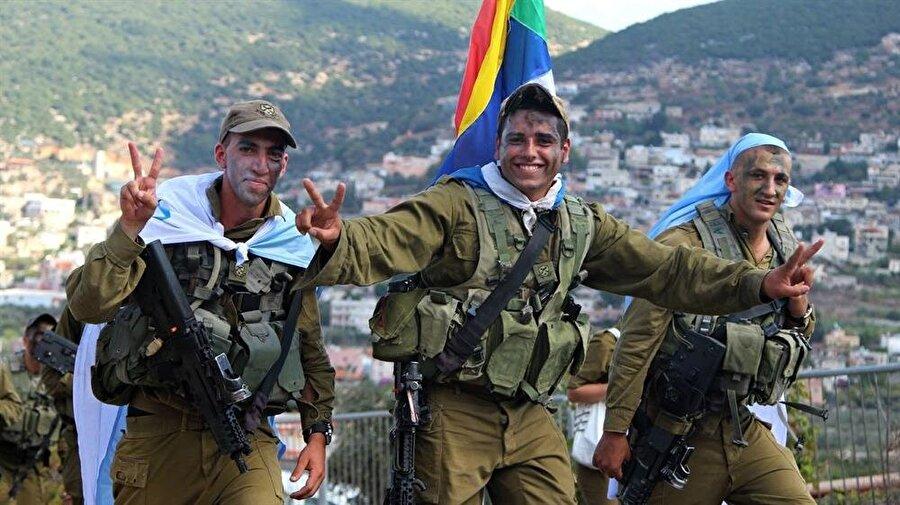 Devletine oldukça bağlı olan İsrail Dürzileri, diğer ülkelerde yaşayan Dürzî topluluğun aksine muhalif bir tutum içerisinde değildir.