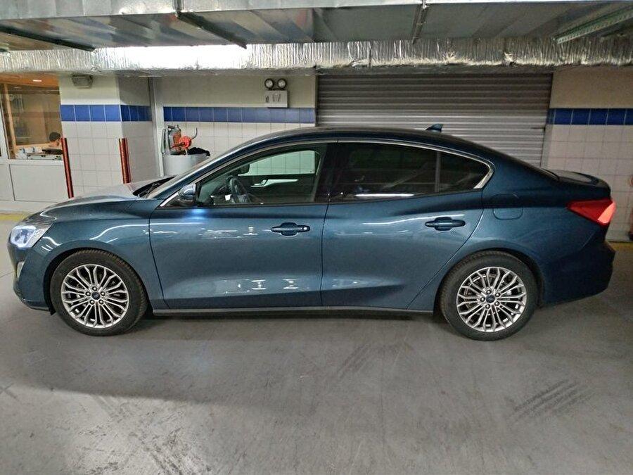Yeni nesil Ford Focus Sedan'ın Türkiye'den çekilen görüntülerdeki renk seçeneği de beğenildi.