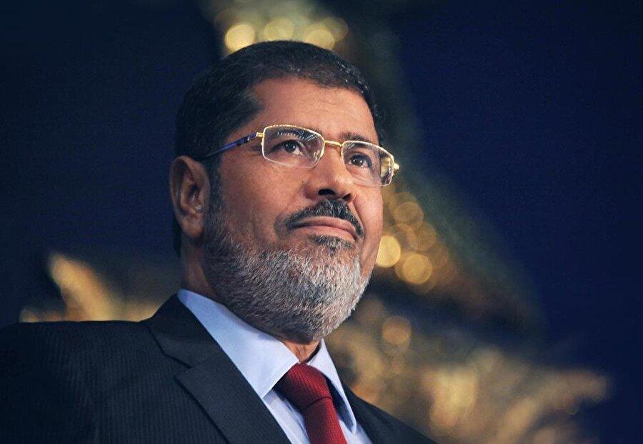 Cumhurbaşkanı Muhammed Mursi Müslüman Kardeşler Cemaati kökenli bir siyasetçidir.