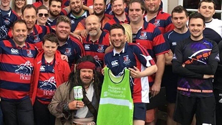 Leicester'deki ragbi kulübü arkadaşları da yardım kampanyaları düzenleyerek Carroll için para topladı.