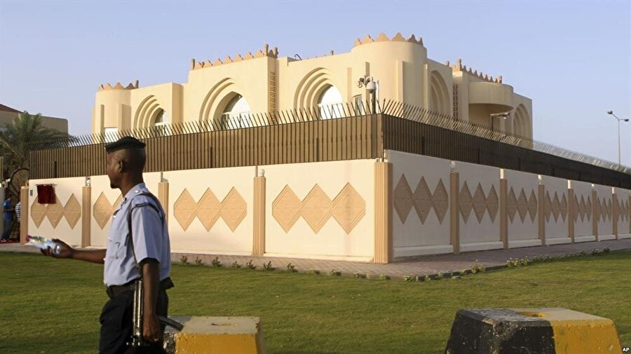 Taliban Temsilcileri ile ABD Afganistan Özel Temsilcisi Taliban'ın Katar ofisinde bir araya geldi.