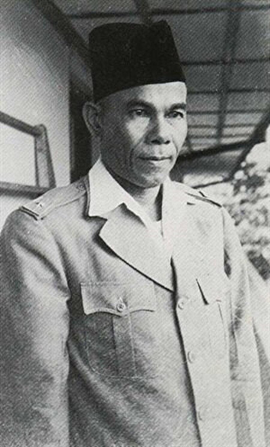 Hasan Di Tiro, Endonezya Cumhuriyeti'nin kurulmasına destek veren Davud Beureueh'ın kurduğu okulda eğitim almıştı.
