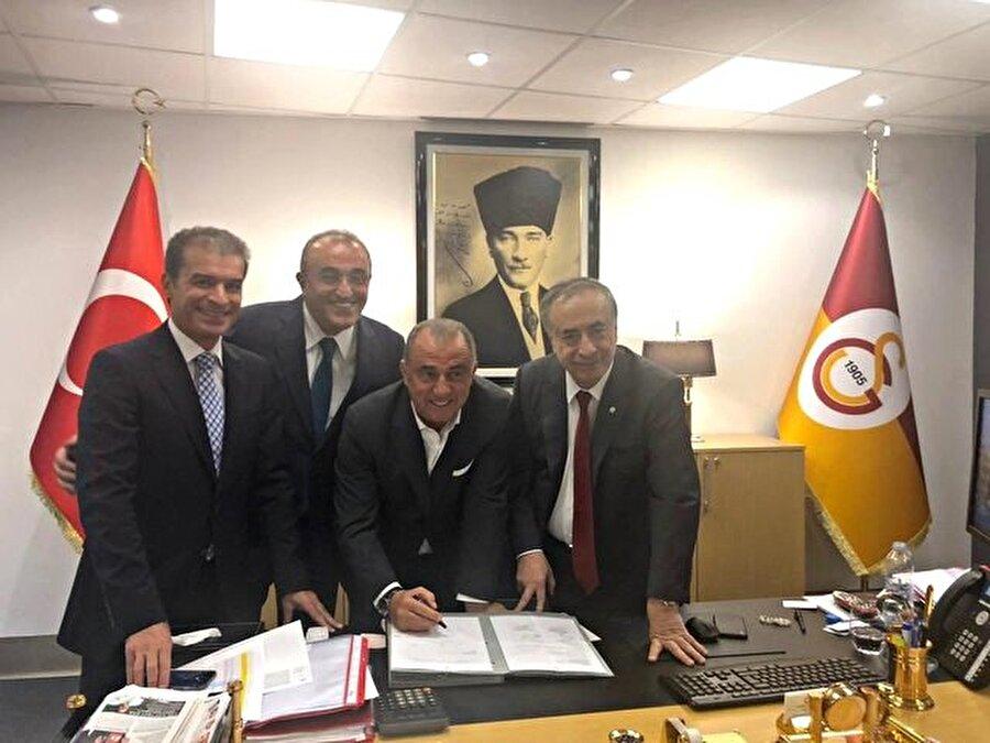 Galatasaray yönetimi ve Fatih Terim sözleşmeye imza atıyor...
