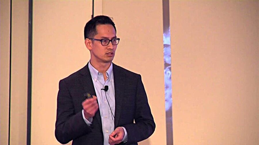 Lenovo Grup Başkanı Edward Chang, Lenovo'nun geleceğine yönelik açıklamalar yapıyor.