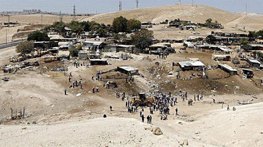 Han el-Ahmer, küçük bir Bedevi köyü.