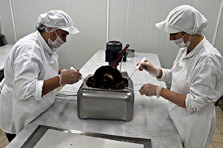 Tamamen el işçiliği ile üretilen ürünler oldukça rağbet görüyor.