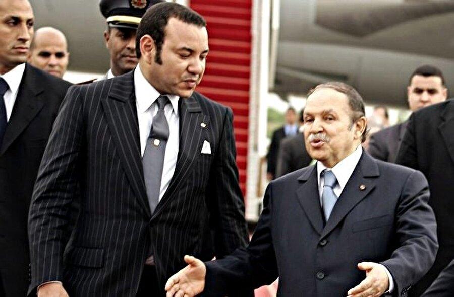 Fas Kralı VI. Muhammed ve Cezayir Cumhurbaşkanı Abdülaziz Buteflika.