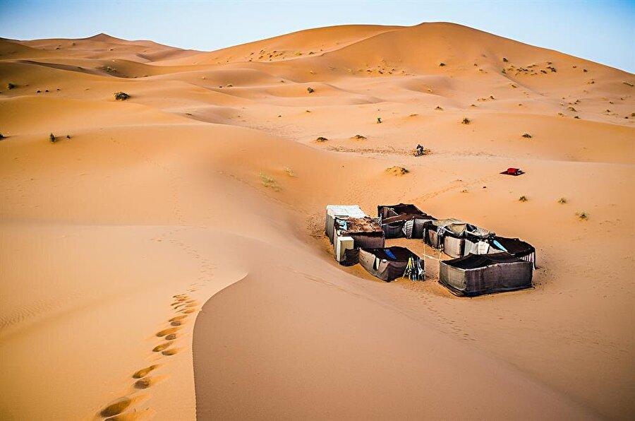 Batı Sahra'da Berberi kampı.