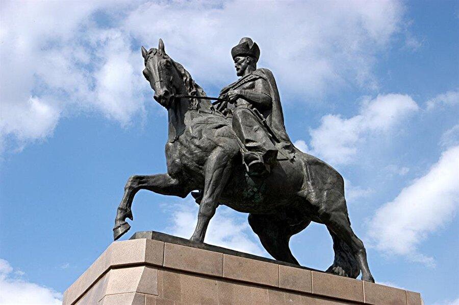 Kensarı Han Kasımoğlu'nun Astana şehrindeki heykeli