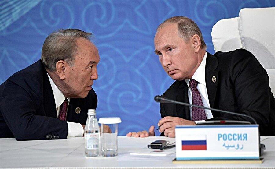 Kazakistan Cumhurbaşkanı Nursultan Nazarbayev ve Rusya Devlet Başkanı Vladimir Putin.