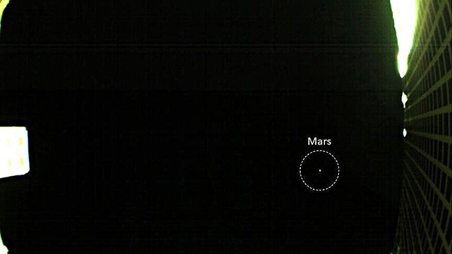 NASA'nın CubeStat uydularından gönderilen ilk Mars fotoğrafı.