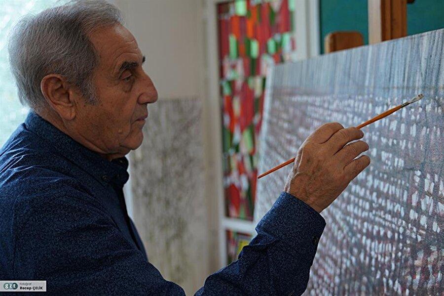 Türk ressam Devrim Erbil 1937 yılında Uşak'ta doğdu.