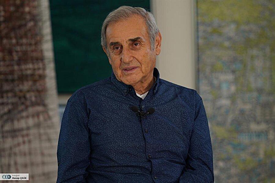 1965'de İspanya Hükümeti`nin verdiği sanat bursunu kazanarak gittiği Madrid ve Barcelona`da başladığı meslek araştırma ve incelemelerine Paris ve Londra`da devam etti.