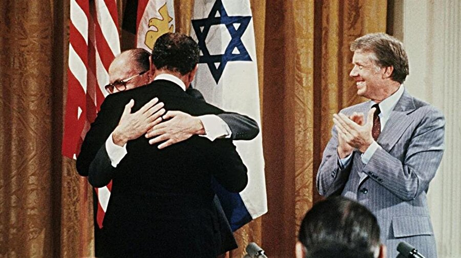 Bernard Lewis, İsrail-Mısır barışının perde arkasındaki aktörlerinden biriydi.