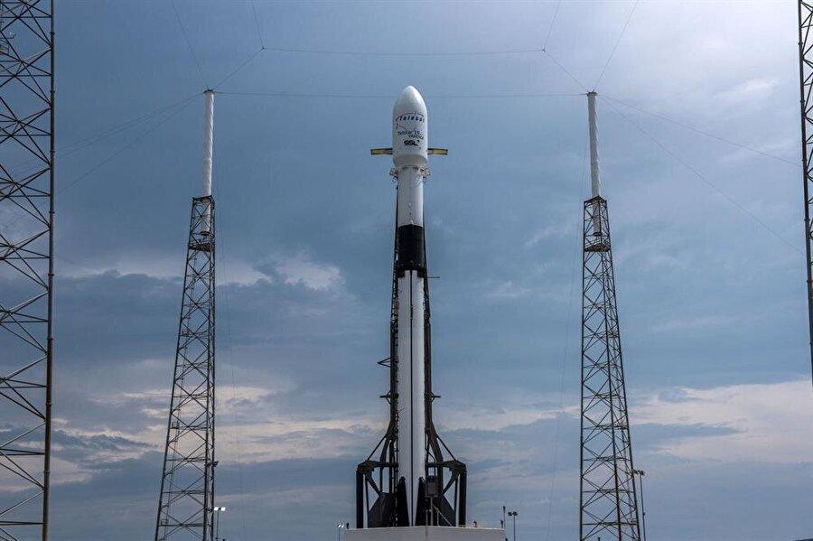 SpaceX'in roket sistemleri, şirketin özel alanlarında hareket öncesinde de sergileniyor.