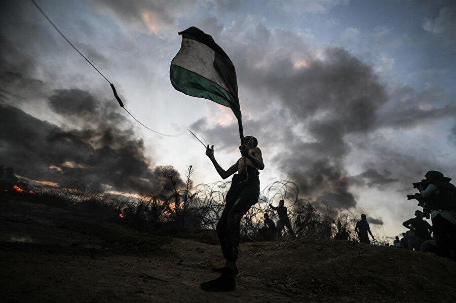 26 Ekim cuma günü gerçekleştirilen Büyük Dönüş Yürüyüşlerinde İsrail güçleri tarafından açılan ateş nedeniyle 5 Filistinli hayatını kaybetti.