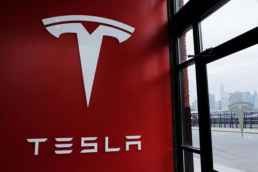 Tesla'nın ABD'deki merkez binası. Tesla, şirket politikalarını belirleme yöntemleri nedeniyle hukuki ve ahlaki anlamda sıkça eleştiriliyor.