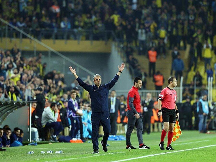 İsmail Kartal, Fenerbahçe taraftarlarını selamlıyor...