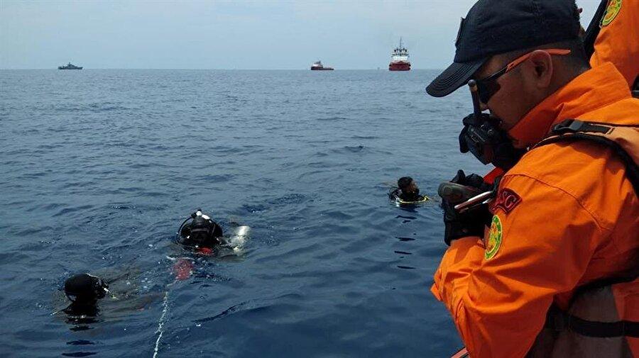 Arama çalışmaları denizde devam ediyor. (Reuters)