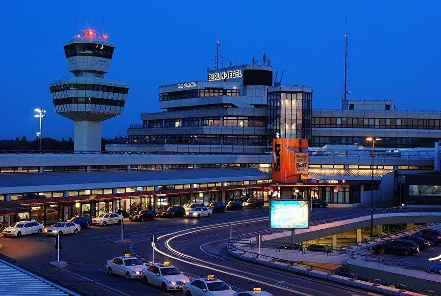 . Yılda 25 milyon kapasitesi olan Berlin'de bulunan Tegel Havalimanı 1970 yılında yalnızca 20 ayda inşa edilmişti.