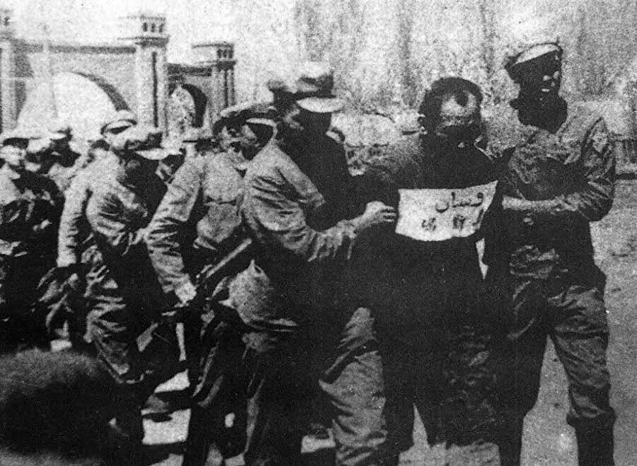 Osman Batur 1951 yılında idama götürülerken.
