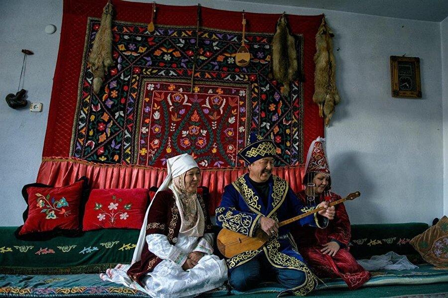 1955 yılında Niğde'nin Ulukışla İlçesine bağlı Altayköyü'ne yerleşmiş olan Doğu Türkistan'lı Kazaklar gelenek ve kültürlerini korumaya devam ediyorlar. (Fotoğraf: Ali Gümüş)