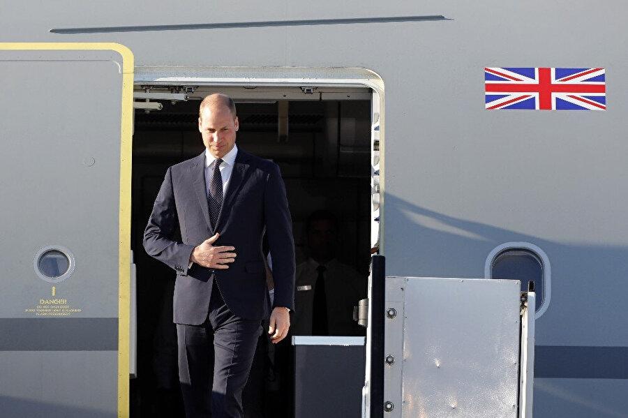 Kraliçe Elizabet'in yetkilerini torunu Prens William'a bırakacağı iddia edilmişti.