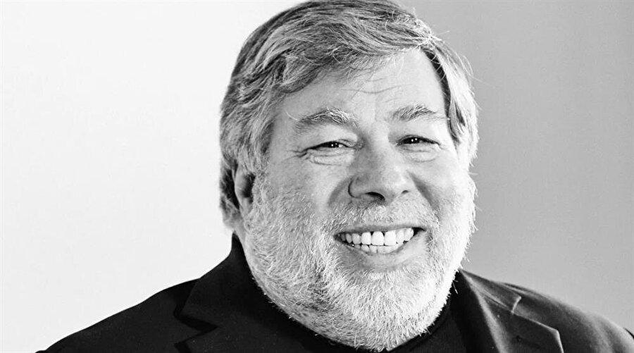 Her ne kadar Steve Jobs Apple'ın en önemli simgelerinden biri olsa da Steve Wozniak'ın şirkete kazandırdıkları da çok büyük.
