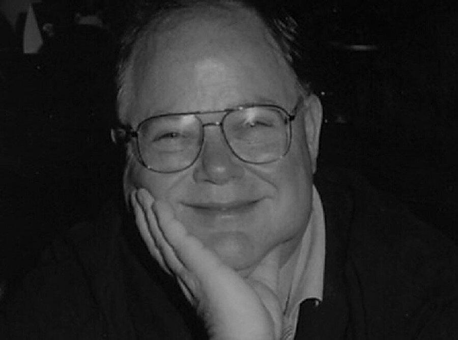 Michael Scott, Apple'da 7 numaralı çalışan olarak görev yaptı.