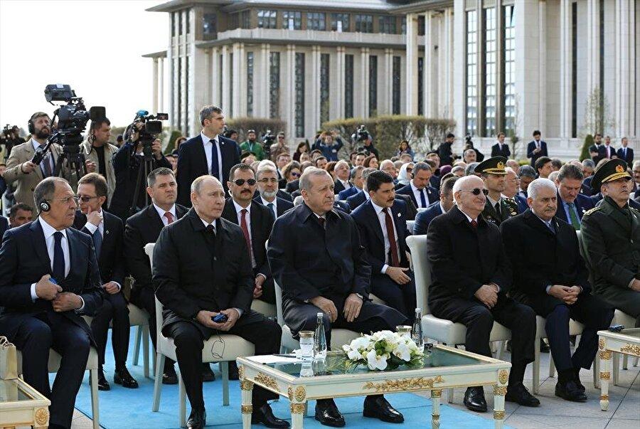 Putin ve Erdoğan, video konferans yoluyla Akkuyu'ya bağlanarak nükleer santralin temelini attı.