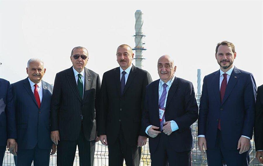 Törene Cumhurbaşkanı Recep Tayyip Erdoğan, Azerbaycan Cumhuriyeti Cumhurbaşkanı İlham Aliyev, her iki devletin hükümet temsilcileri ve diğer misafirler katıldı.