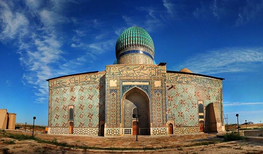1389 yılında Timur tarafından yaptırılan Hoca Ahmet Yesevi türbesi güney Kazakistan'da bulunmaktadır.