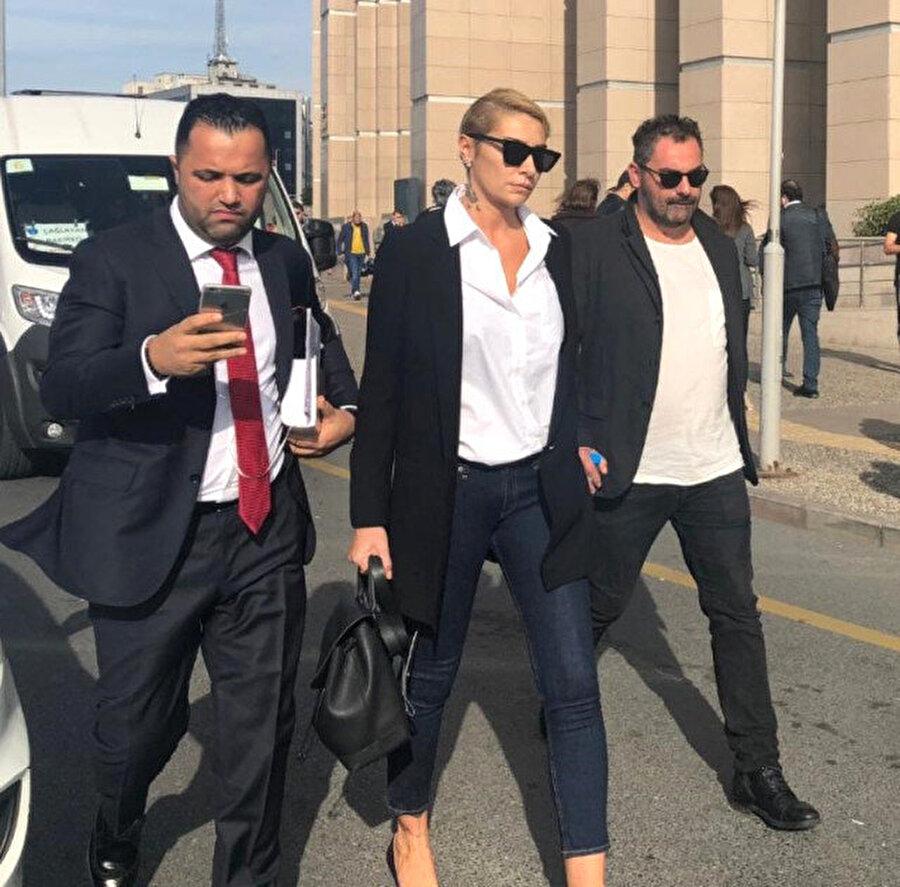 Sıla, kendini darp ettiği gerekçesiyle ünlü oyuncu Ahmet Kural'dan şikayetçi oldu.