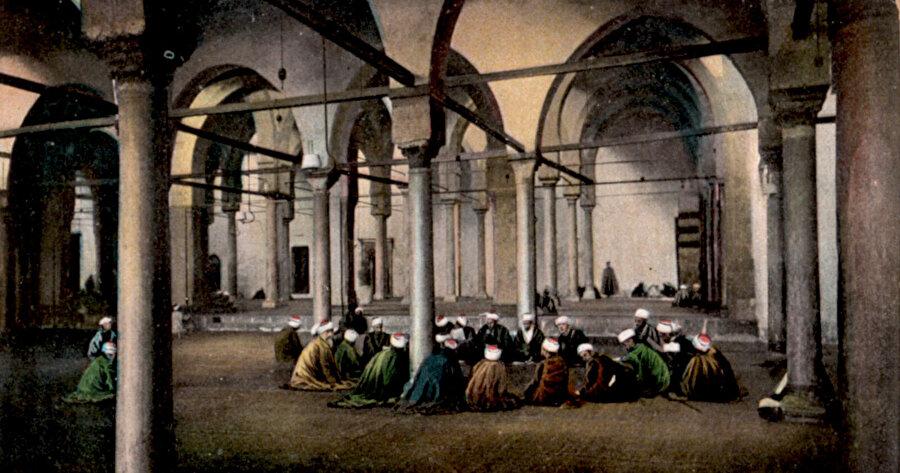 Asırlar boyunca sayısız ilim talibine mekân olan Ezher, İbn Atâullah'ın da ders verdiği yerdi.