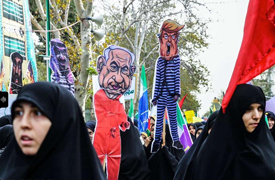 4 Kasım 1979'daki krizin 39. yıl dönümünde İranlılar meydanlarda ABD ve İsrail'i protesto ettiler..