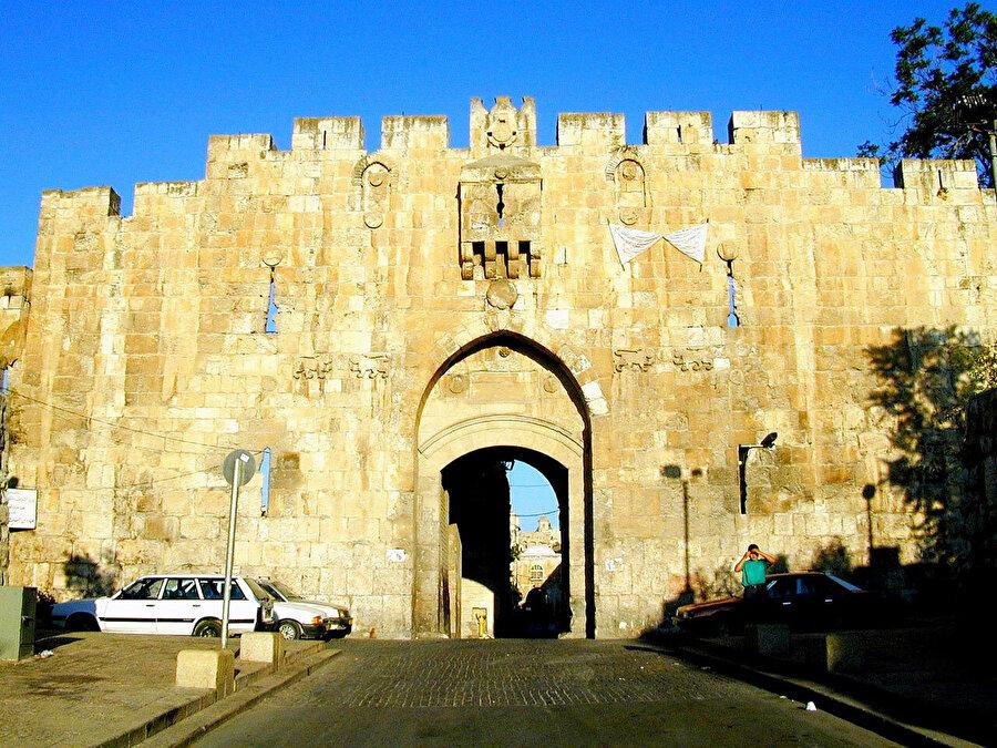 """Esbât Kapısı, Batılıların dilinde """"Aslanlı Kapı"""" olarak geçer."""