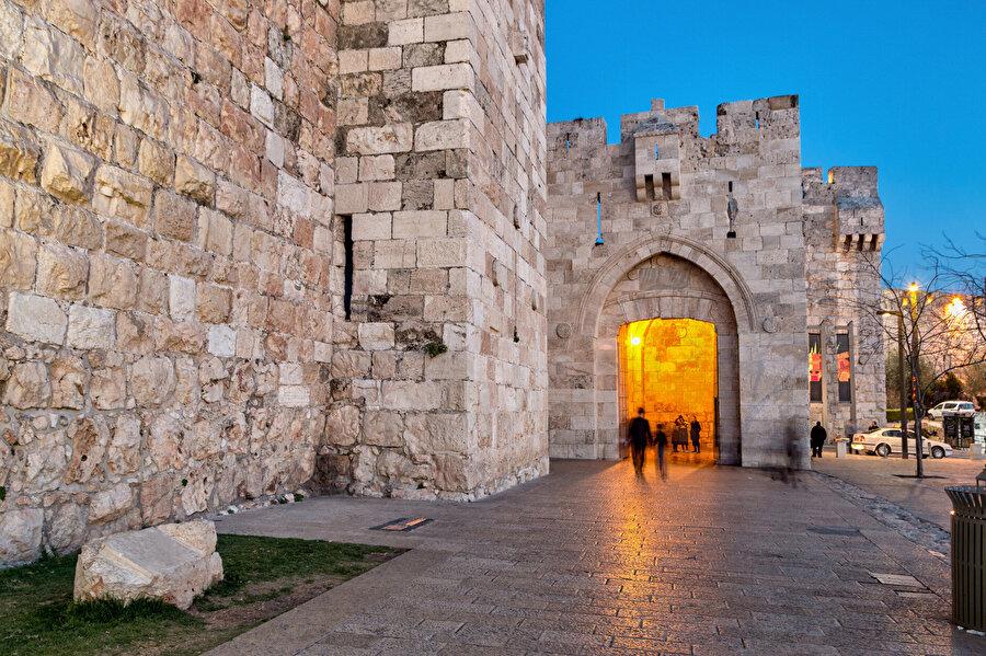 """El Halîl Kapısı, Yahudiler tarafından """"Yafa Kapısı"""" olarak adlandırılır."""