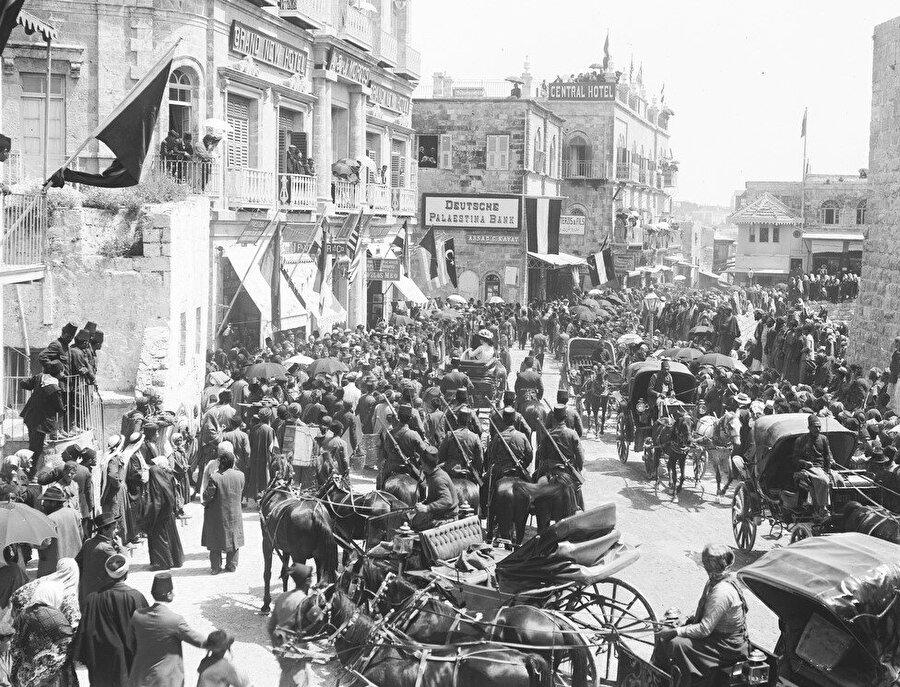 Alman İmparatoru İkinci Wilhelm'in konvoyunun Kudüs'e girişi...