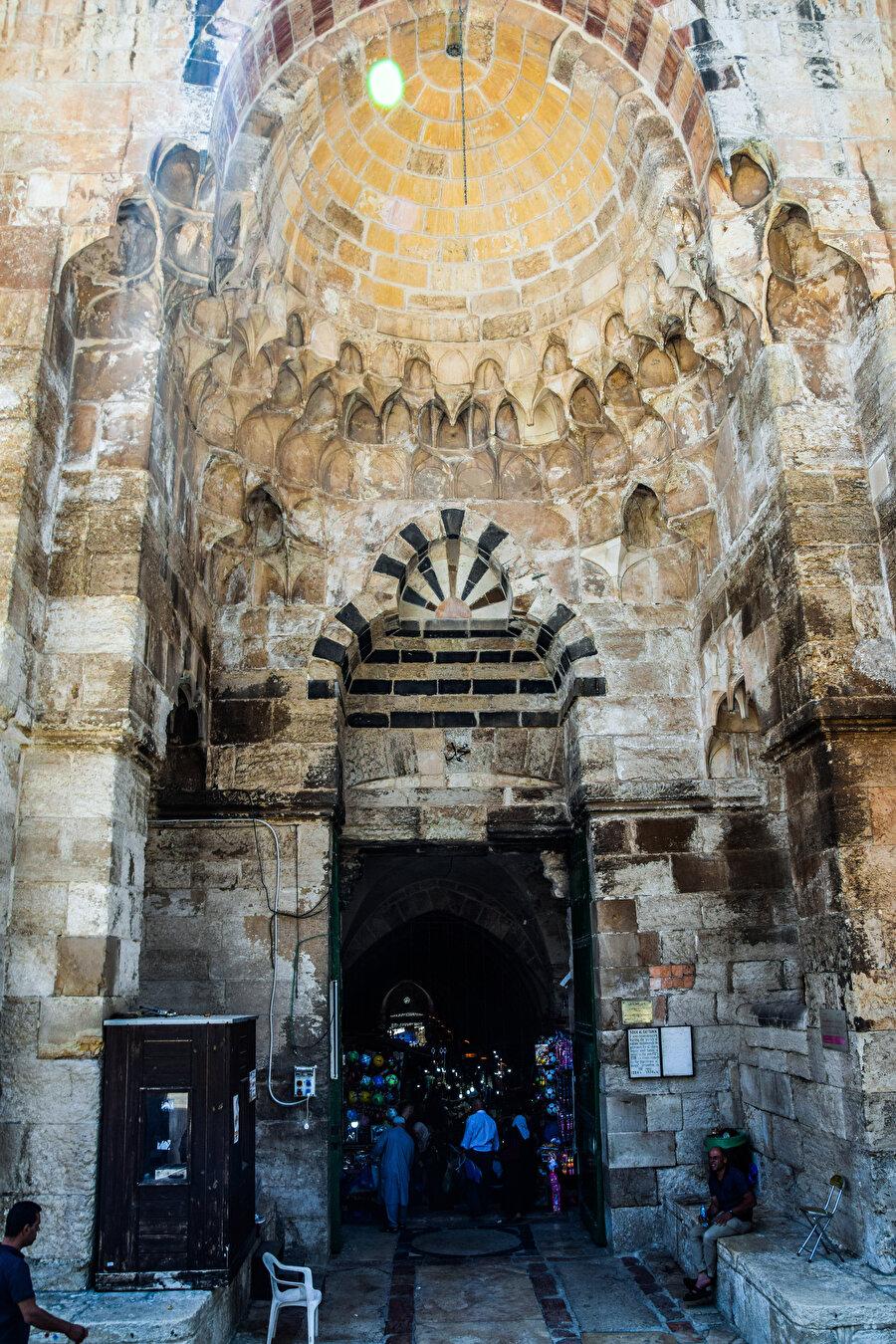 Kattânîn Kapısı, açıldığı Pamukçular Çarşısı'nın adını almıştır. (Fotoğraf: İbrahim Furkan Özdemir)