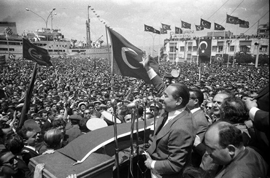 Demokrat Parti, Adnan Menderes'in liderliğinde Türkiye'de ağır sanayi hamlesini başlatmıştı.