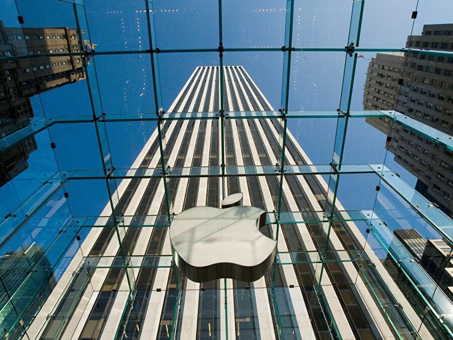 Apple, şirket bünyesinde aldığı kararlarla büyük ortaklıklar planlamaya devam ediyor.