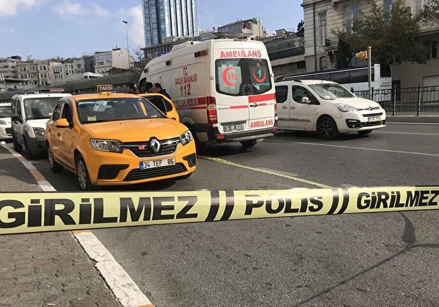 Polis olay yerini emniyet şeridi ile çevirdi.