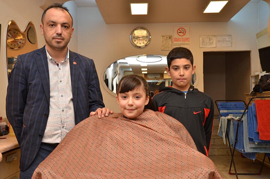 Kendisi de kuaför olan baba Gazi Demir, lösemilere destek olma fikrini televizyonda gördüğü bir bağış kampanyasından sonra edinmiş.