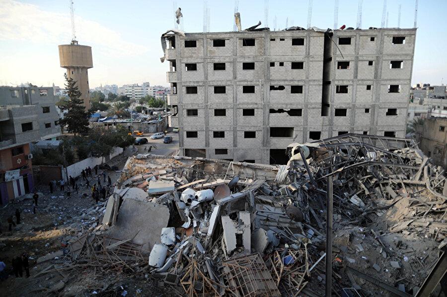 Hamas tarafından atılan füzelerin videosunu canlı olarak yayınlayan el-Aksa kanalı, İsrail hava saldırısı sonucunda yerle bir edildi.