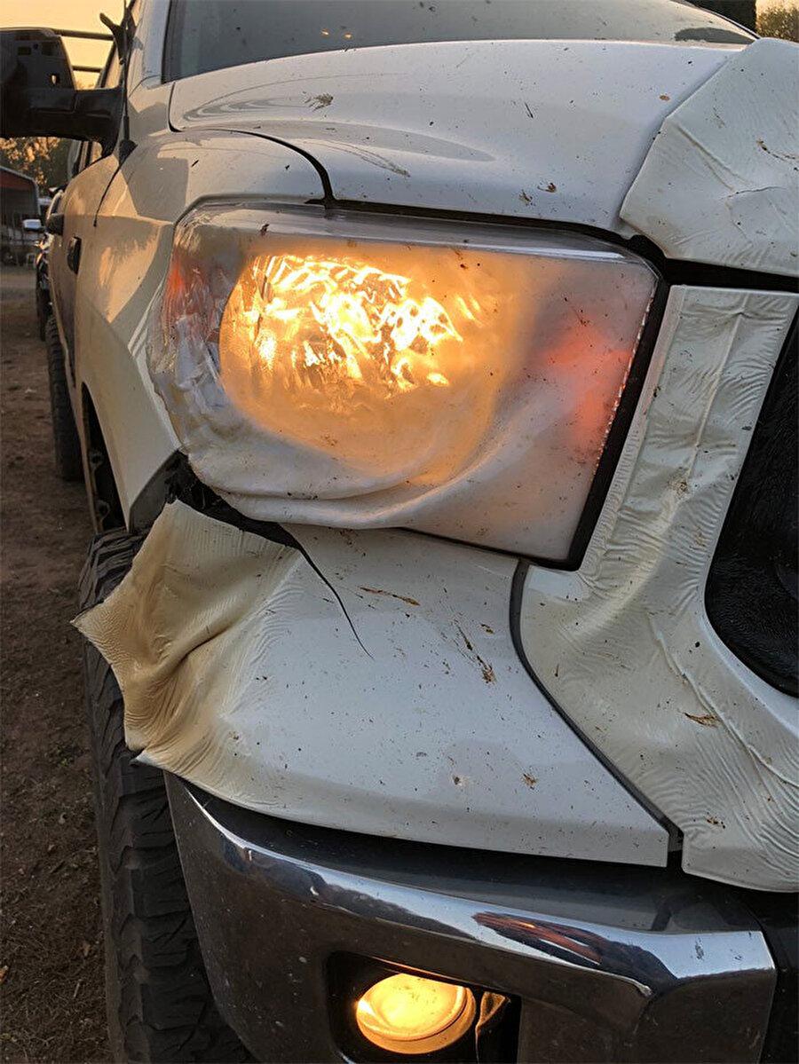 Araçtaki büyük hasara rağmen yoluna devam edebilmiş olması büyük bir şans olarak görülüyor.