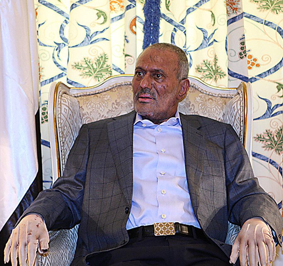Ali Abdullah Salih, 2011'de sarayına düzenlenen saldırının ardından, tedavi sürecinde...