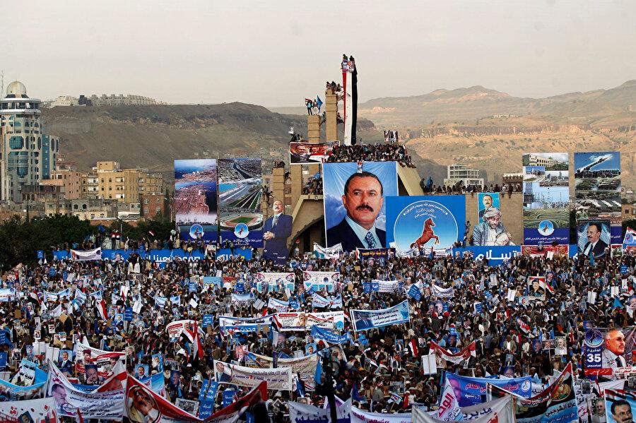 Uzun yıllar boyunca Yemen'i yöneten ve kendisi de bir Zeydî olan Ali Abdullah Salih'in, halk arasında hatırı sayılır bir desteği vardı.