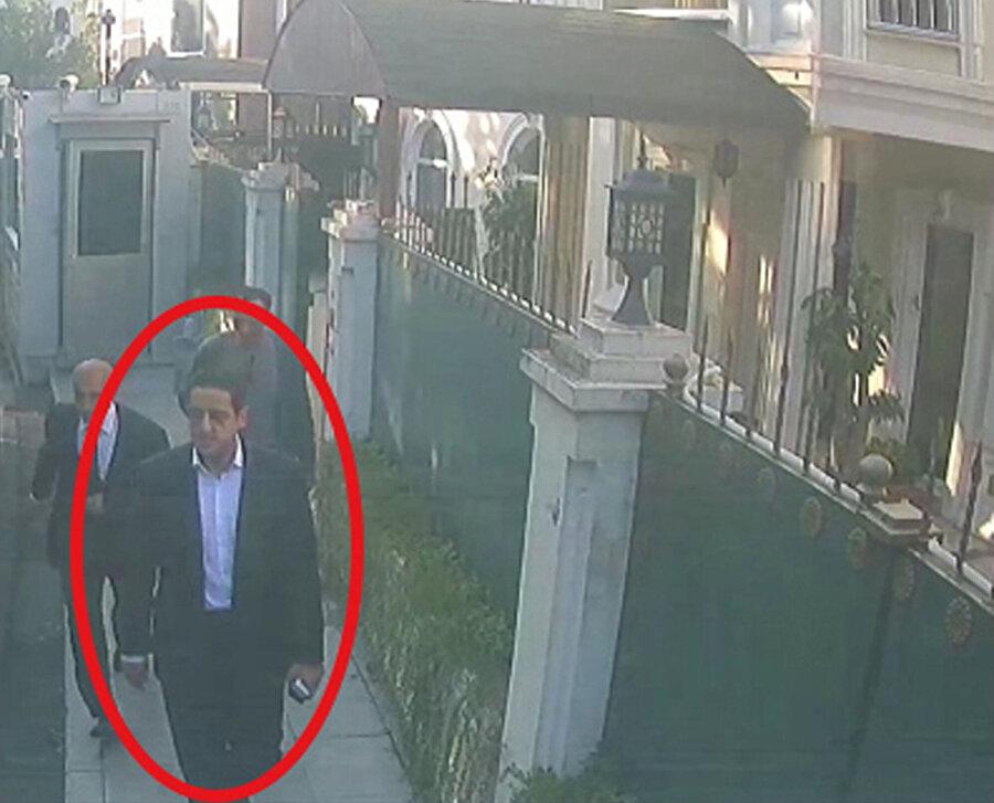 Suudi Arabistan Veliaht Prensi Muhammed'in sağ kolu Abdulaziz Mutrib, cinayetten hemen sonra başkonsolosluk binasının önünde görüntülenmişti.