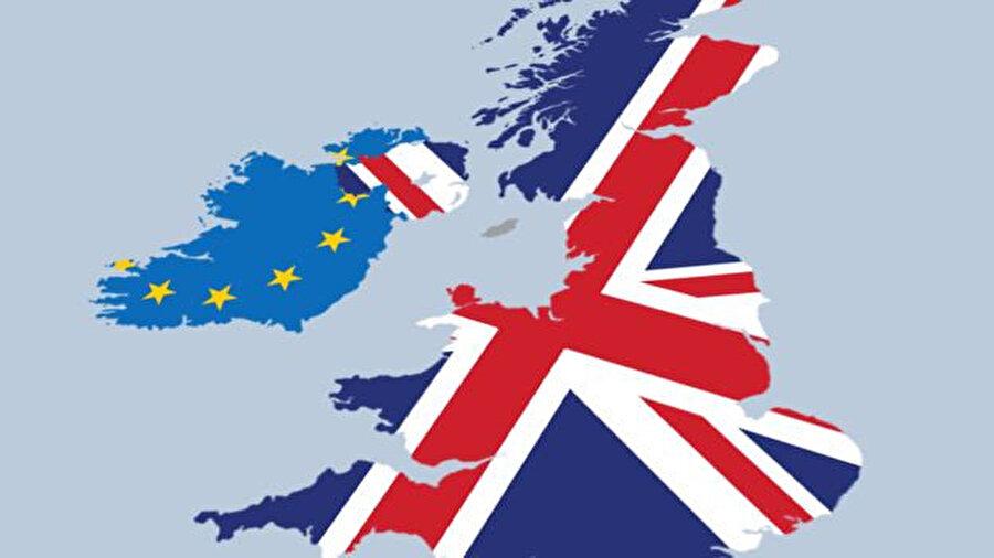 Birleşik Krallık'ın Brexit sonrasında Avrupa Birliği ile tek sınırı, Birleşik Krallık içinde yer alan Kuzey İrlanda ile Avrupa Birliği içinde yer alan İrlanda Cumhuriyeti arasındaki kara sınırı olacak. İrlanda adası (solda)
