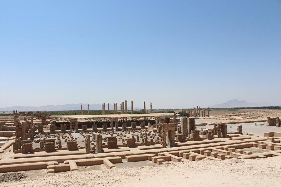 Ahameniş İmparatorluğu tarafından kurulan Persepolis Antik Kenti. (Fotoğraf: Yusuf Sami Kamadan)